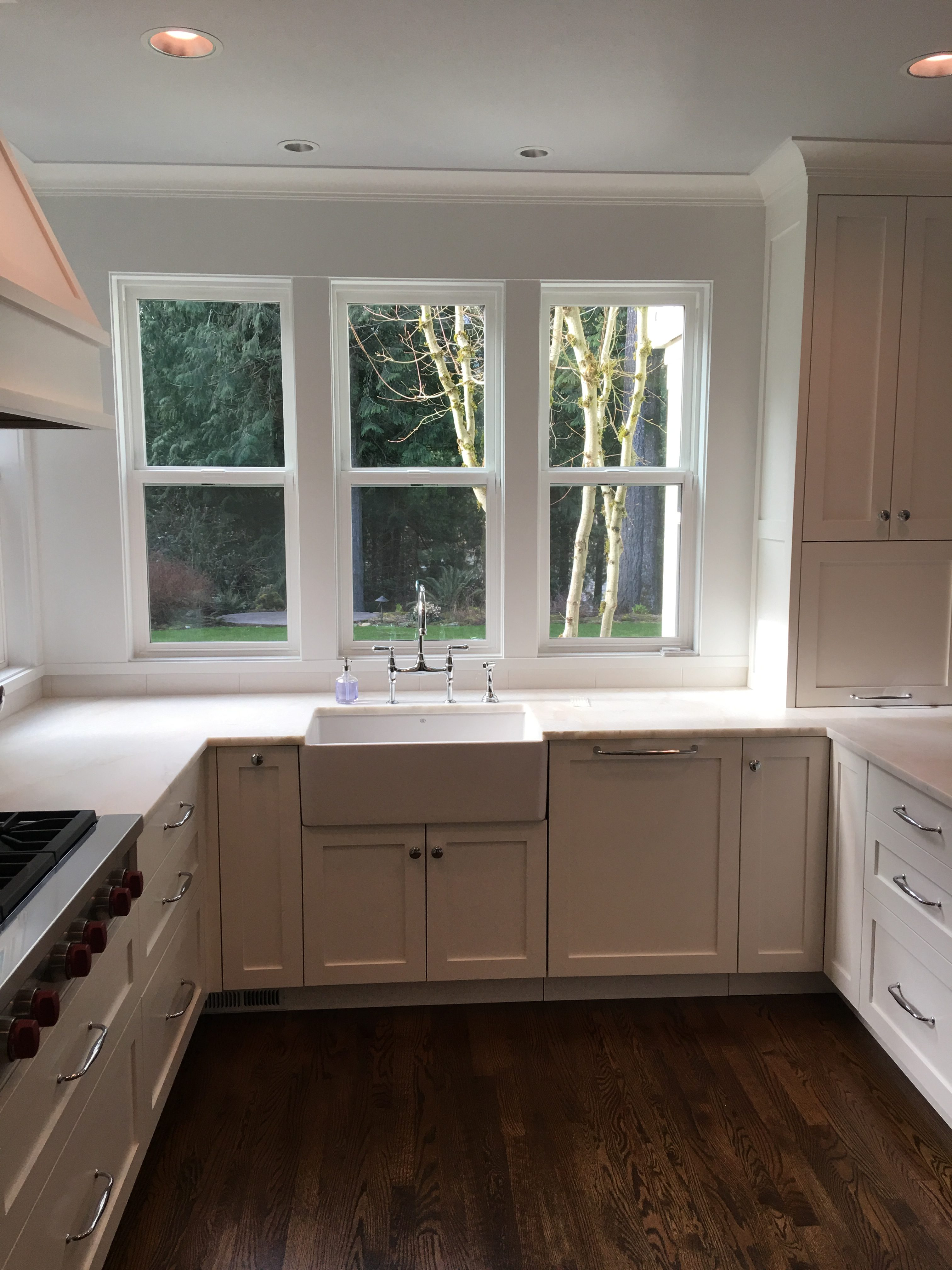 white finish carpentry kitchen cabinets seattle | Handcraft Inc